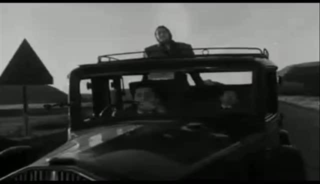 Watch I Vitelloni - Alberto Sordi - Lavoratori (pernacchia) GIF on Gfycat. Discover more fellini, sordi GIFs on Gfycat