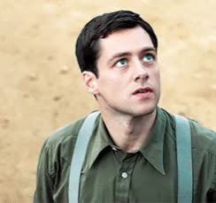 Richard Rankin in The Crimson Field as Captain Thomas Gillan • BBC One 2014