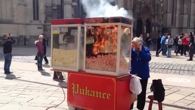 Watch popcorn in fire GIF on Gfycat. Discover more Fire, kosice, ohen, popcorn, poziar, pukance GIFs on Gfycat