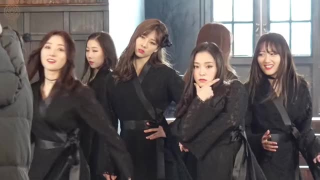 Watch Dreamcatcher GIF by Kaze_Zero (@kazezero) on Gfycat. Discover more chase me, chaseme, dreamcatcher, kpop GIFs on Gfycat