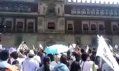 Watch and share Palacio Nacional A Medio Día CDMX 7 De Enero / Marcha Contra El Gasolinazo GIFs on Gfycat