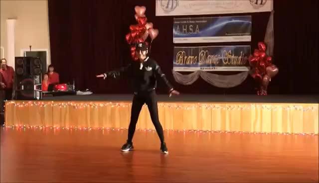 Watch and share Bravo表演 Wistle GIFs on Gfycat