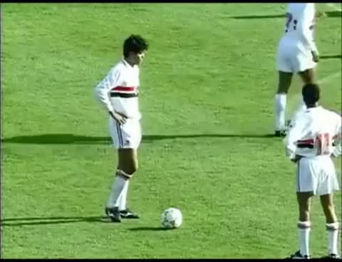 Watch and share São Paulo 2 X 1 Barcelona Raí Gol De Falta - Mundial De Clubes 1992 (Osmar Santos) GIFs on Gfycat