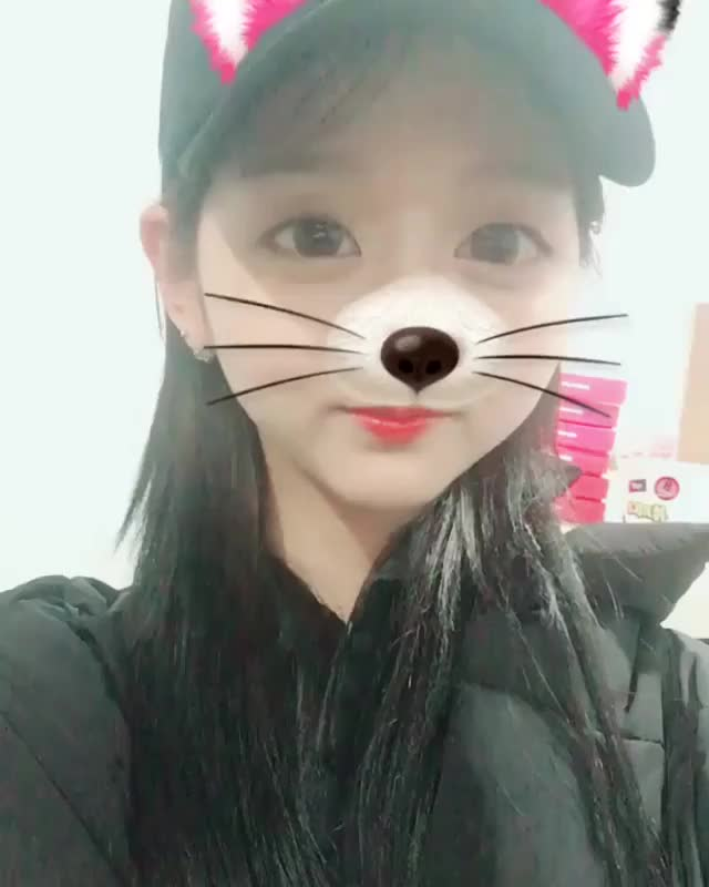 Watch and share Lovelyz GIFs and Yein GIFs by 러블리즈 on Gfycat