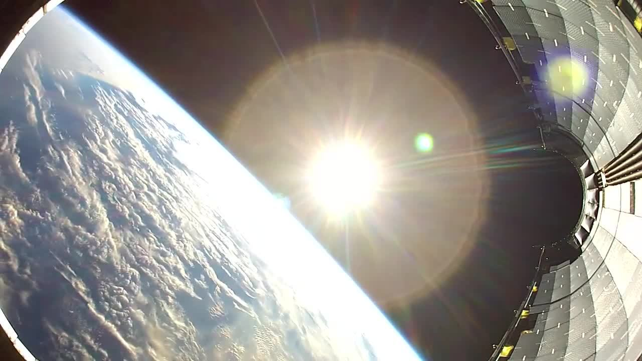 SpaceGifs, beamazed, Falling Back to Earth   HD Footage From Space (reddit) GIFs
