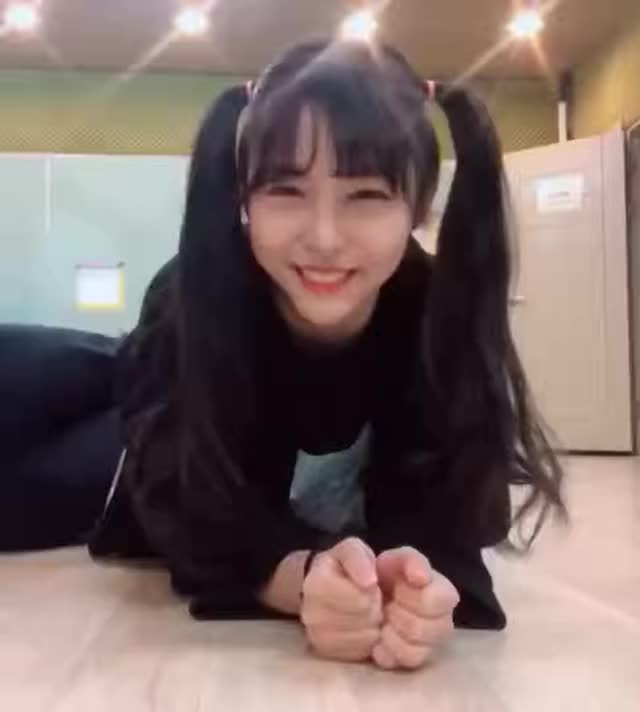 Watch Closer GIF by Loona Exorcist (@loona_exorcist) on Gfycat. Discover more Harin, Harin Closer, Mydollentertainment, PinkFantasy, kpop GIFs on Gfycat