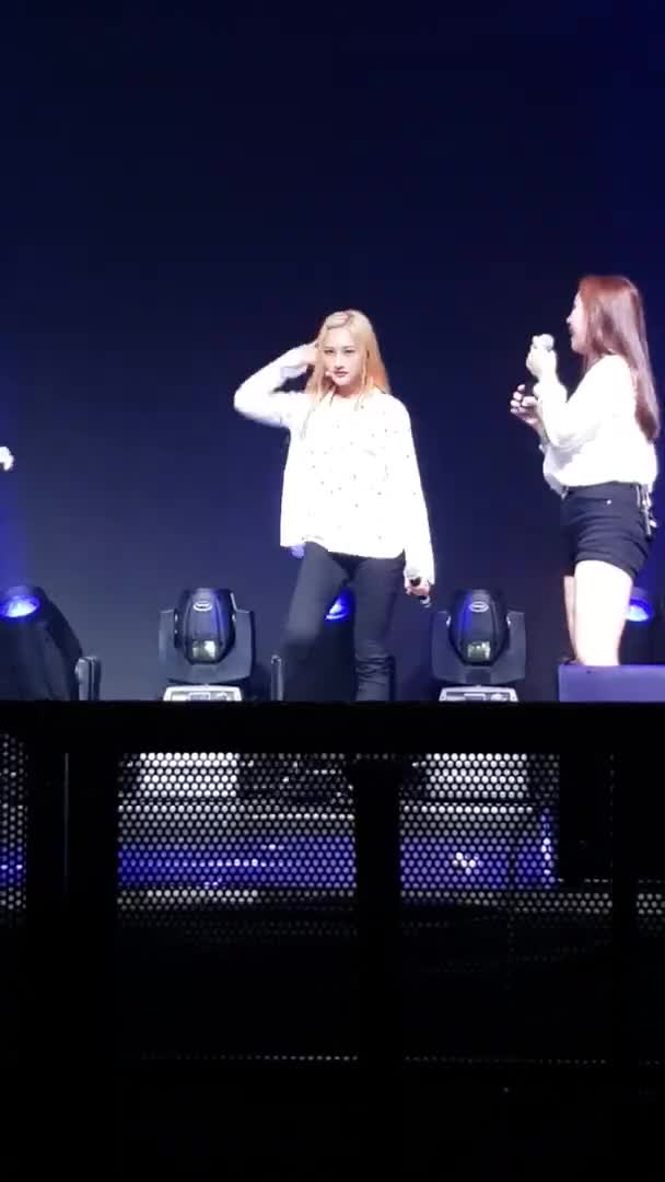 Watch and share Siyeon GIFs by Naienitsugua on Gfycat