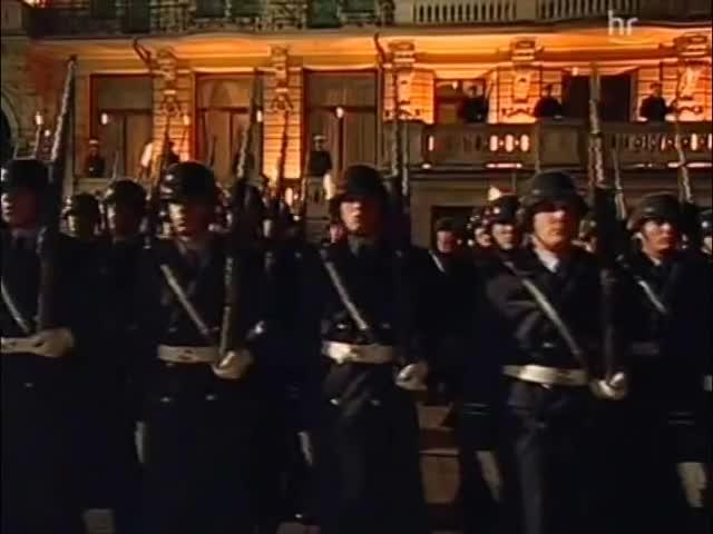 bundeswehr, deutsche, deutschland, ehren, german, großer, militärische, nationalhymne, wachbataillon, zapfenstreich, k98k GIFs