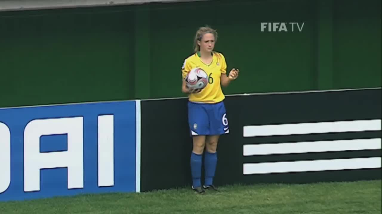 Calcio, DAIANE, FIFA, Football, Fussball, Futbol, Futebol, Fußball, Soccer, Voetbal, brasil, brazil, goal, gol, leah, leah throw in, throw in, throw-in, فوتبول, كرة, flipthrow GIFs