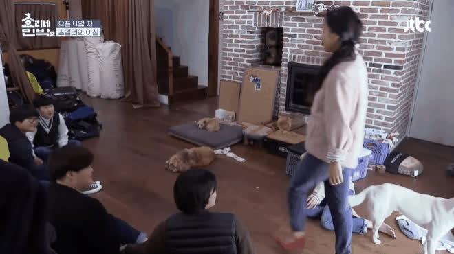 Lấy cớ giúp việc, Yoona đại náo nhà trọ của Lee Hyori bằng loạt vũ đạo kinh điển của SNSD ảnh 7