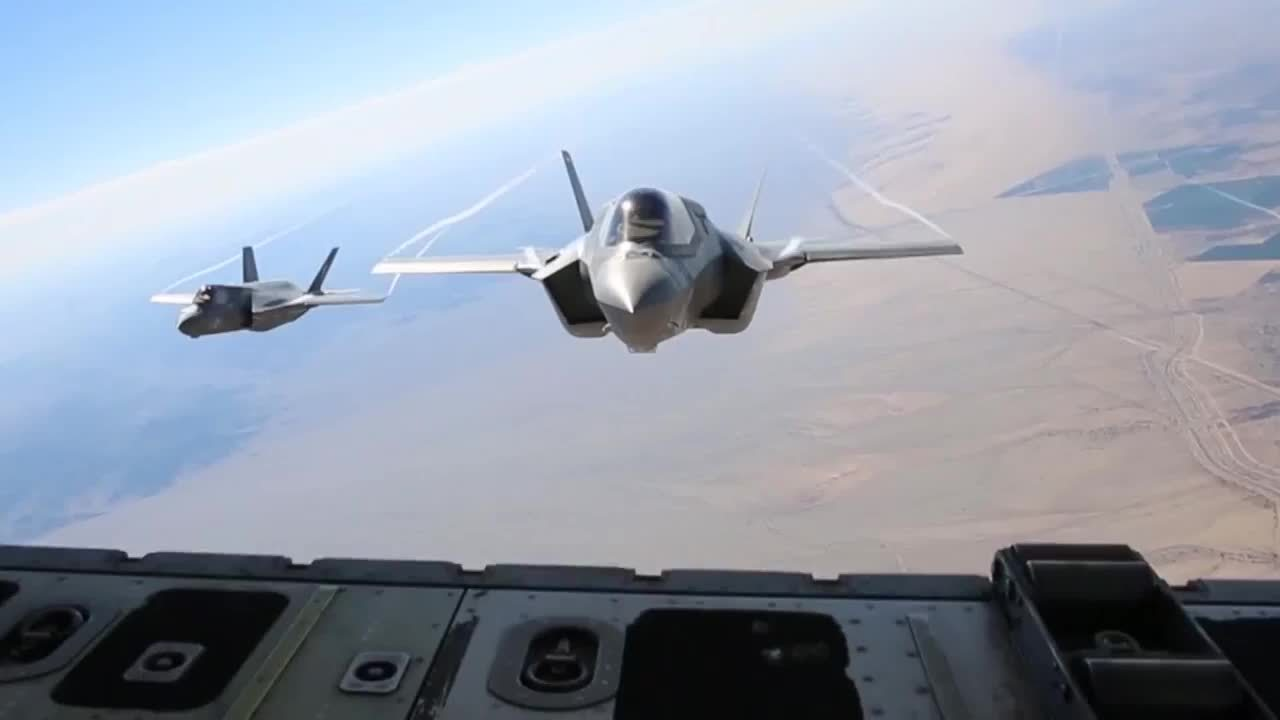 MilitaryGfys, warplanegfys, F-35bs during refueling by a KC-130J (reddit) GIFs