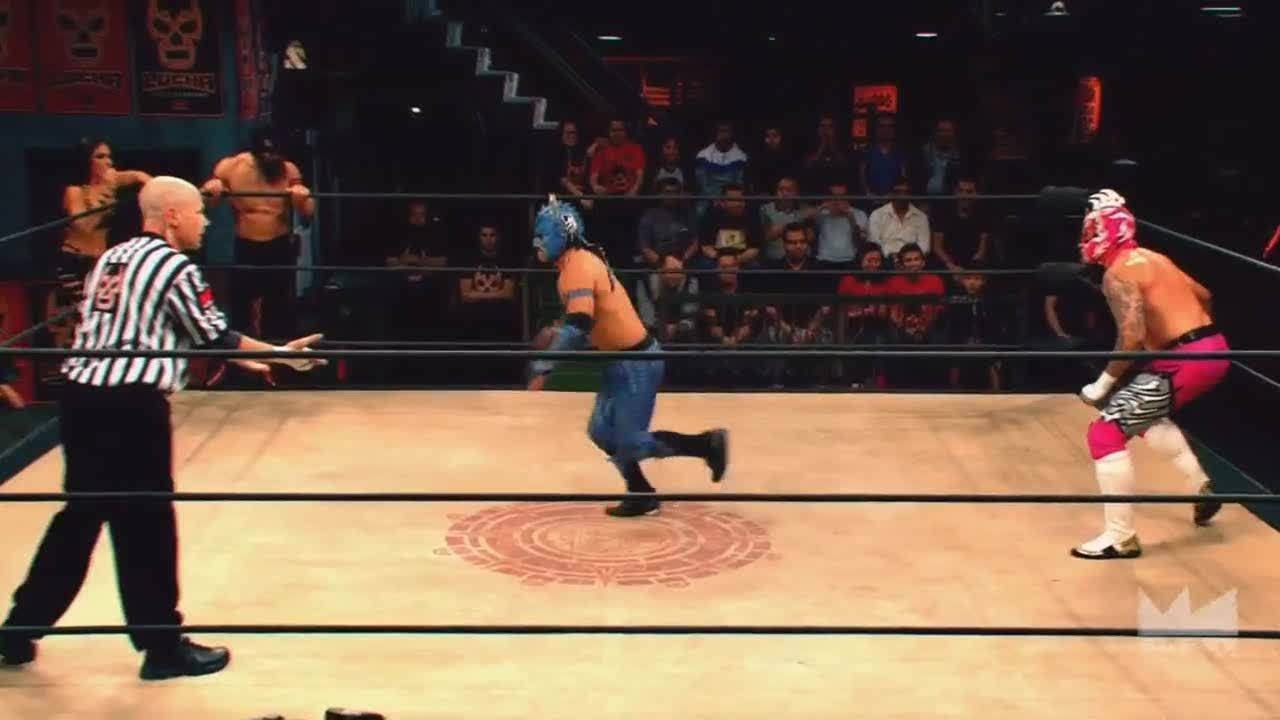 SquaredCircle, luchaunderground, Lucha Underground - Fenix helps Drago over the top rope with style! GIFs