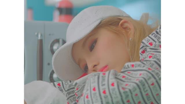 Watch Soyeon GIF on Gfycat. Discover more 1theK, Kpop, MV, Teaser, loen, 로엔, 뮤비, 신곡, 원더케이, 티져 GIFs on Gfycat