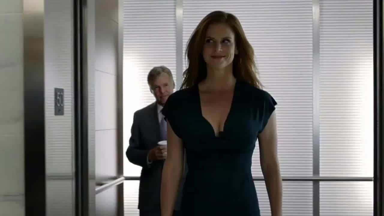 Sexy redhead Sarah Rafferty fabulous boobs Suits video