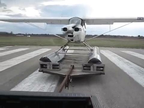 reversegif, Animated GIF: Weird take-off of an amphibious plane | Extrem ungewöhnlicher start eines Wasserflugzeugs GIFs