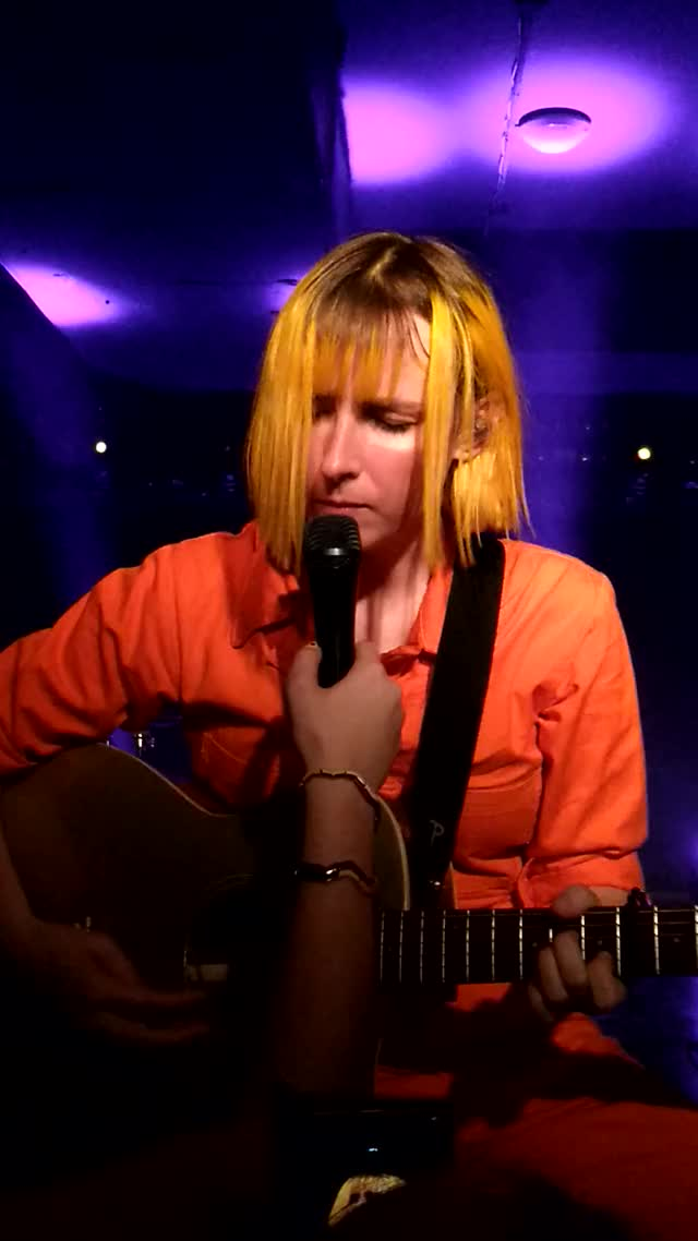 Watch and share Tessaviolet GIFs by 000011 on Gfycat