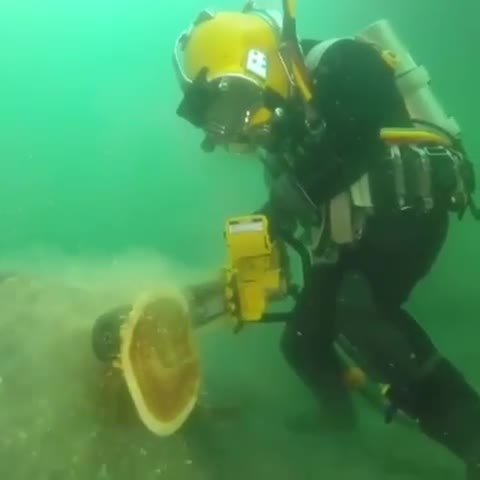 CommercialDiving, commercialdiver, cooltools, scubadiverslife, scubadiving, scubajunkies, totaltools, totaltoolssouthmelbourne, we❤️tools, worksmarternotharder, Hydraulic Chainsaw DUST FREE😜. . Under water tools is a whole different ball game & strangely enough much needed, we get asked all the time GIFs