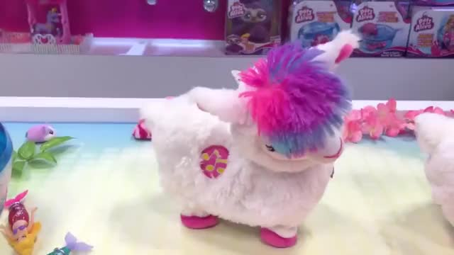 Watch Zuru Pets Alive Boppi the Booty Shakin Llama New York Toy Fair 2019 Reveal GIF by Rocco Supreme (@roccosupreme) on Gfycat. Discover more Boppi, Pets Alive, Rocco Marrongelli, Zuru, booty, dance, llama, shakin, toy video, toys GIFs on Gfycat