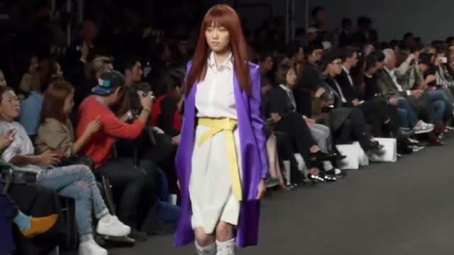 Watch #25 모델 이성경 서울패션위크 런웨이 영상 Lee Sung Kyung Runway Collection GIF on Gfycat. Discover more fashion (industry), fashion week, runway GIFs on Gfycat