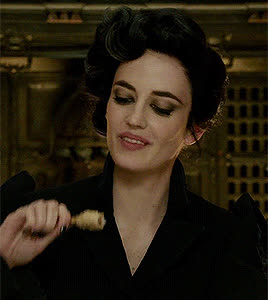eating, eva green, hungry, 2Eva Green inMiss Peregrine's Home for Peculiar Children (2016) GIFs