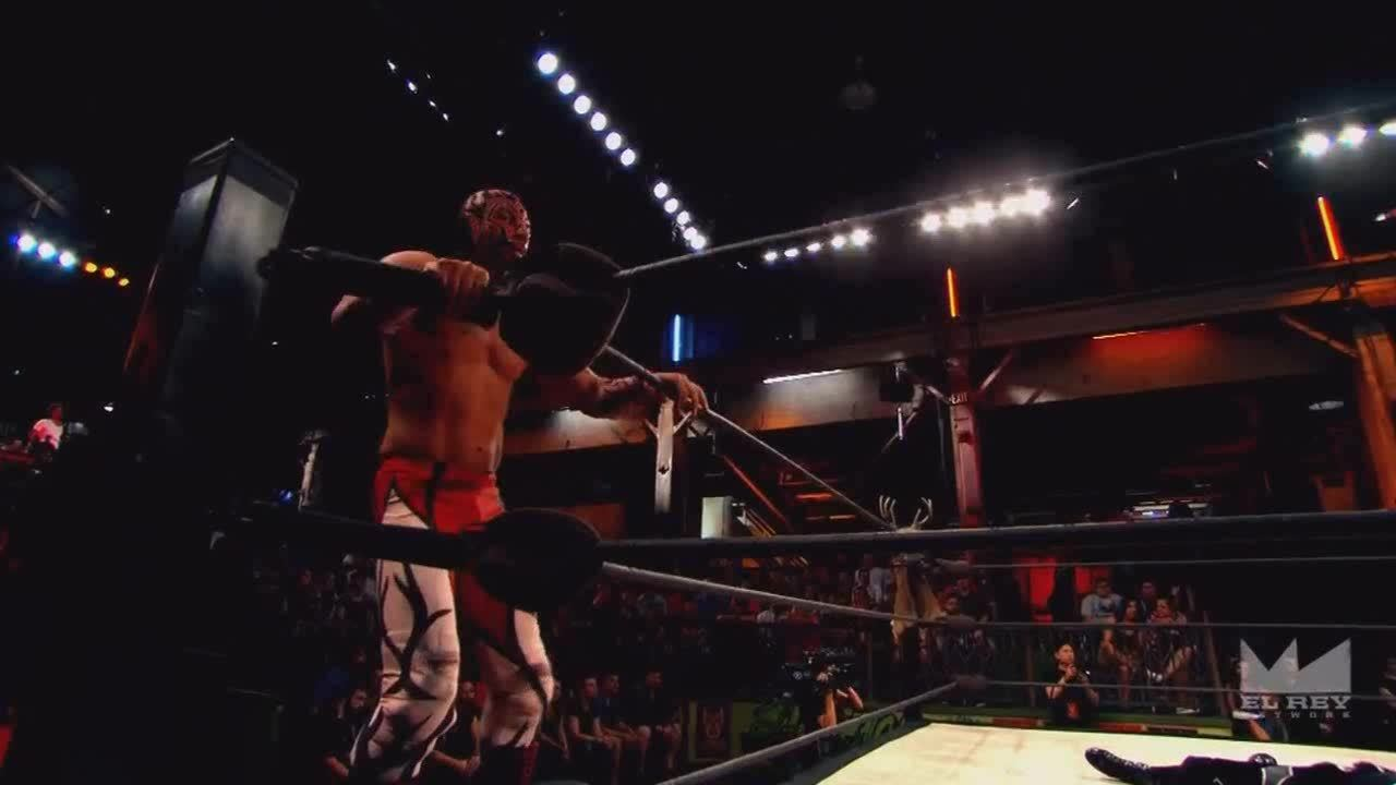 LuchaUnderground, SquaredCircle, luchaunderground, Lucha Underground - Cage and King Cuerno's double team from the top rope! GIFs