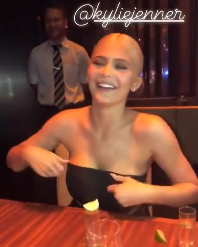 Watch this celebrities GIF on Gfycat. Discover more Kylie Jenner, celebrities, celebrity, celebs, keeping up with the kardashians, kylie, kylie jenner, life of kylie, sexy GIFs on Gfycat