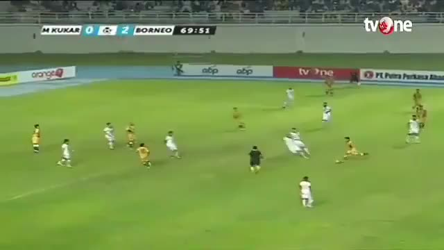 Watch Incredible run by 20 year old Terens Puhiri in Indonesian Liga 1 GIF by Телевизор 3.0 (@carlitto) on Gfycat. Discover more football, indonesia, run GIFs on Gfycat