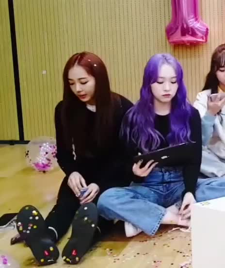 Watch and share Hyeseong-elris 200225 Vlive-8 GIFs by Mecha熊 ✔️  on Gfycat