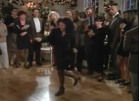 awkward, dancing, elaine benis, funny, kick, seinfeld, the kicks, Elaine Benis Dances from Seinfeld GIFs