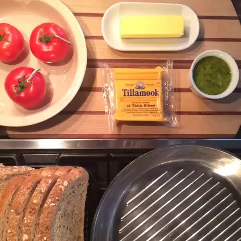 How to make a #GrilledCheese #lunch in 6 seconds! GIFs