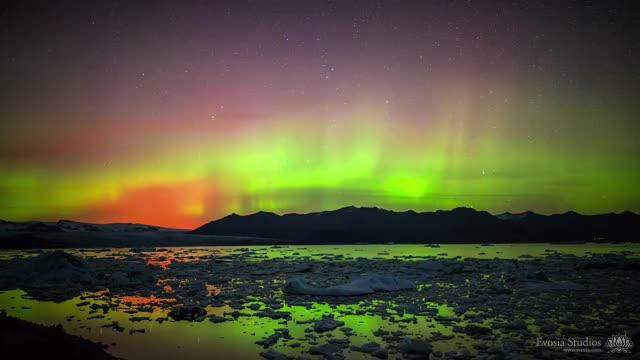 Watch and share Aurora Borealis GIFs and Woahdude GIFs by solateor on Gfycat