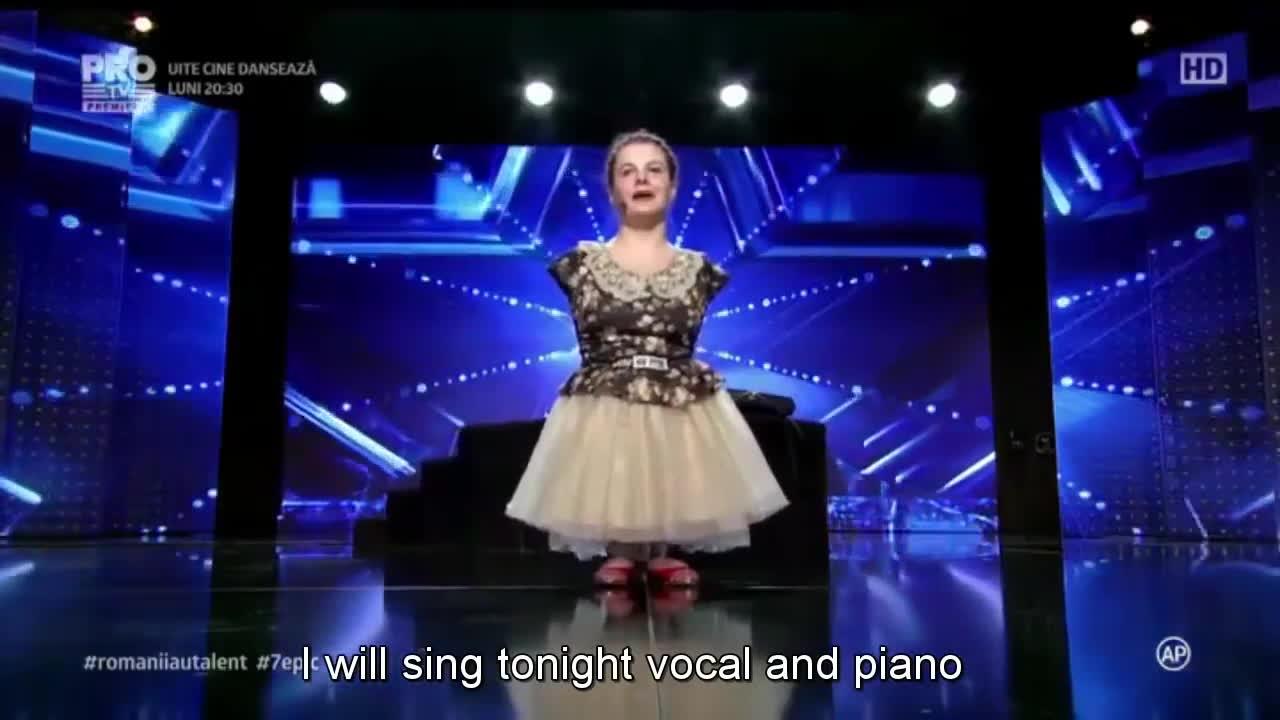 Dù không có tay, cô bé 14 tuổi này vẫn khiến cả khán phòng rơi nước mắt ngay khi vừa cất giọng hát