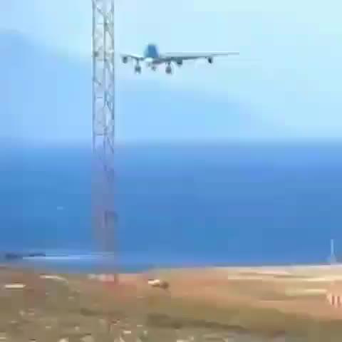 🛬 Crosswind landing! GIFs