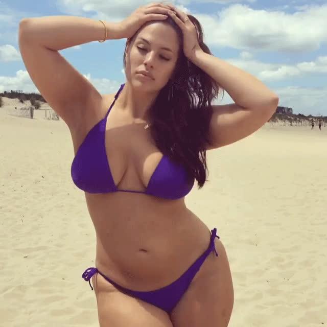 ashley graham, bikini, Photo: Courtesy of Ashley Graham / @theashleygraham GIFs