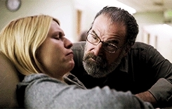 *, PARALLELS, a red wheelbarrow, carrie and saul, carrie mathison, claire danes, damian lewis, homeland, homeland spoilers, mandy patinkin, nicholas brody, saul berenson, season three, sometimes i feel delusional seeing these parallels but this one seems pretty obvious to me, uh... oh... aw, HELL YEAH HOMELAND GIFs