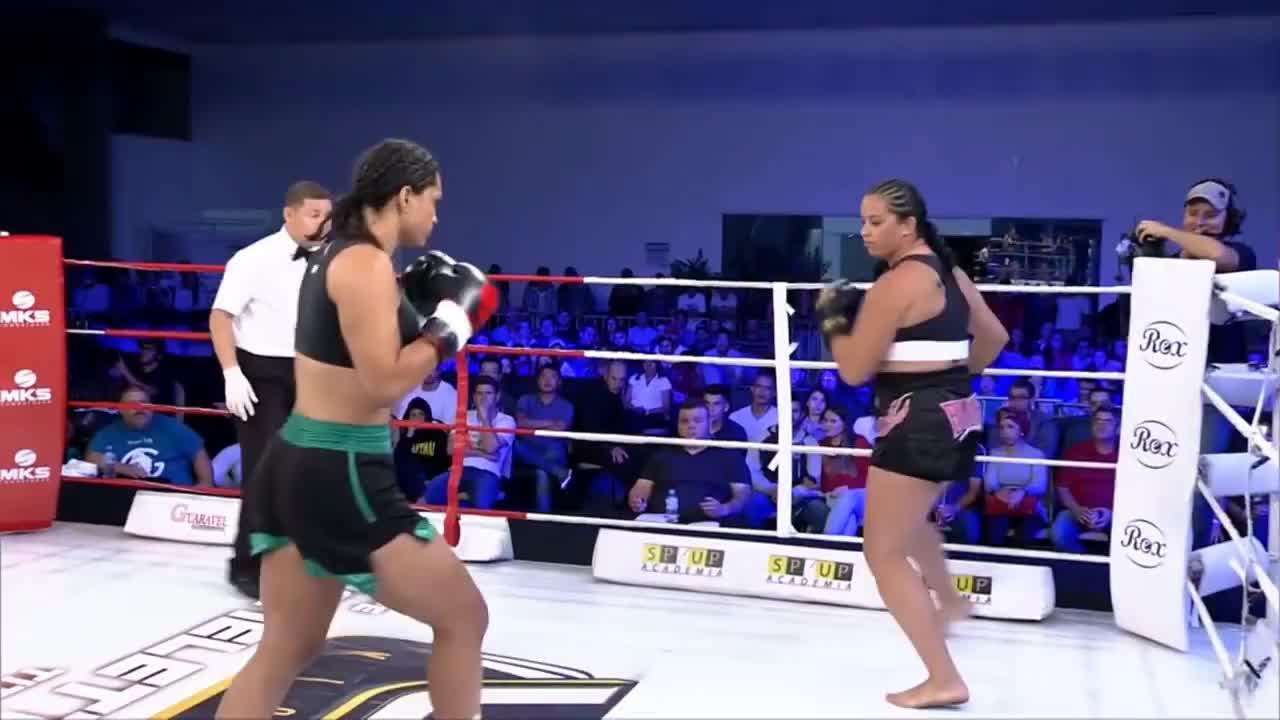 Barbara Nepomuceno vs Talita Moreno - WGP Kickboxing 26 GIFs