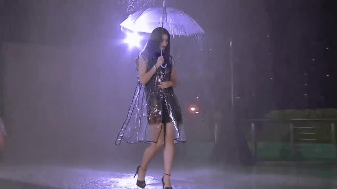 Hé lộ tình tiết khiến team Marsha thua cuộc trong thử thách catwalk dưới mưa
