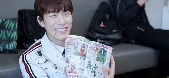 4 thế hệ idol nam Kpop khiến fan ngất lịm mỗi khi khoe mắt cười ảnh 14