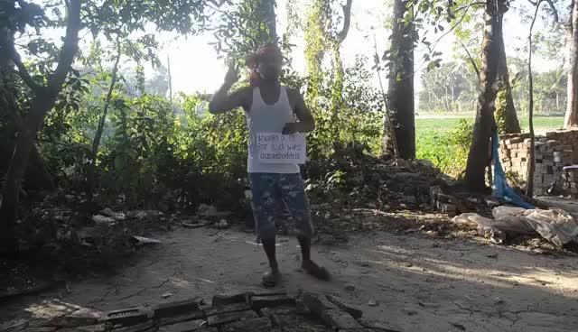 Watch and share Indischer Drachenlord Haider Buddelt Rudi Aus GIFs on Gfycat