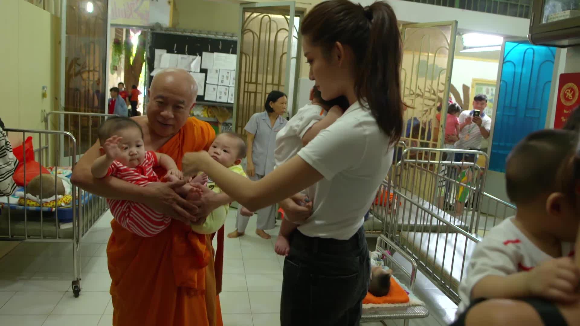 Á hậu Huyền My tự tin nói tiếng Anh trong clip giới thiệu Miss Grand International 2017