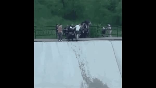 Watch this GIF on Gfycat. Discover more HumansBeingBros, humansbeingbros GIFs on Gfycat