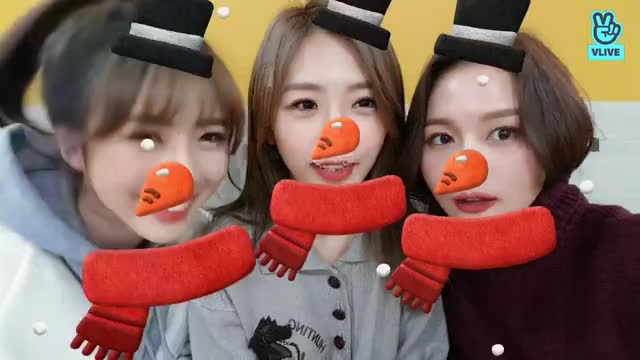 Watch and share 181214 V LIVE - 쥬션윻이 떴다!!🎧🎤🎸 3 GIFs by theangrycamel2018 on Gfycat