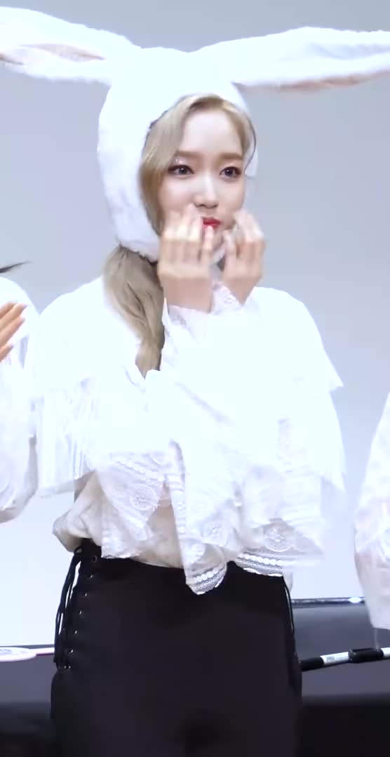 Watch and share Gowon GIFs and Loona GIFs by The Bakery on Gfycat