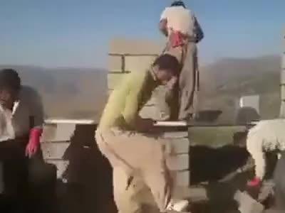 busy, just4youen1, عمال بناء يرقصون اثناء العمل هههههههه اضحك من كل قلبك Construction workers dancing at work GIFs