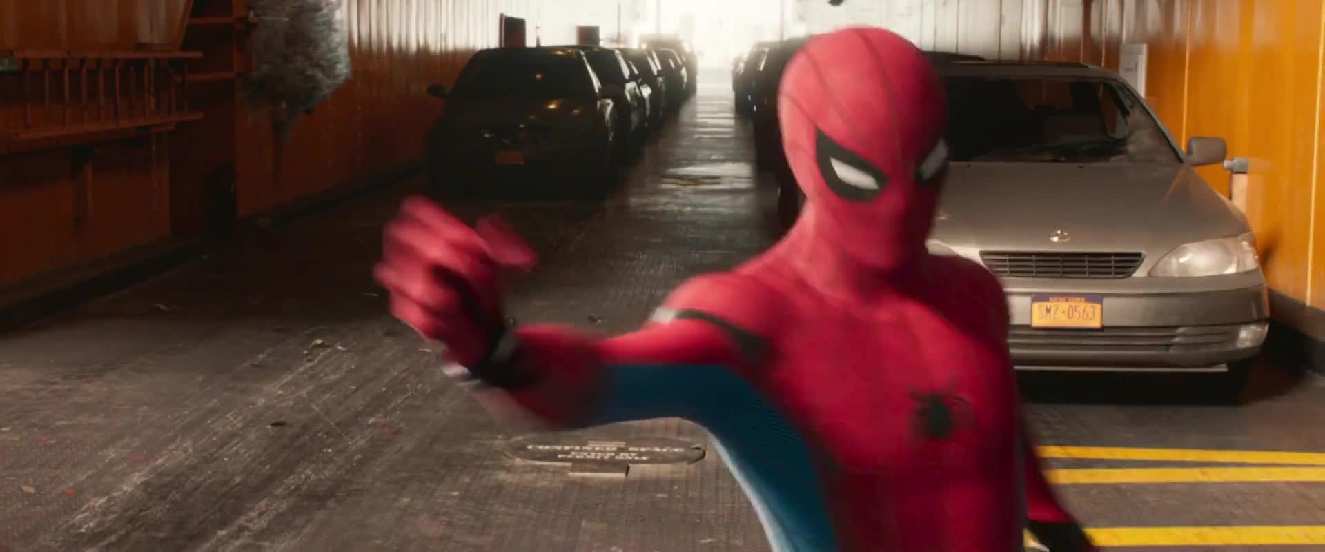 Người Nhện bị ác nhân kền kền hành tơi tả trong trailer cuối cùng của Spider-man: Home Coming