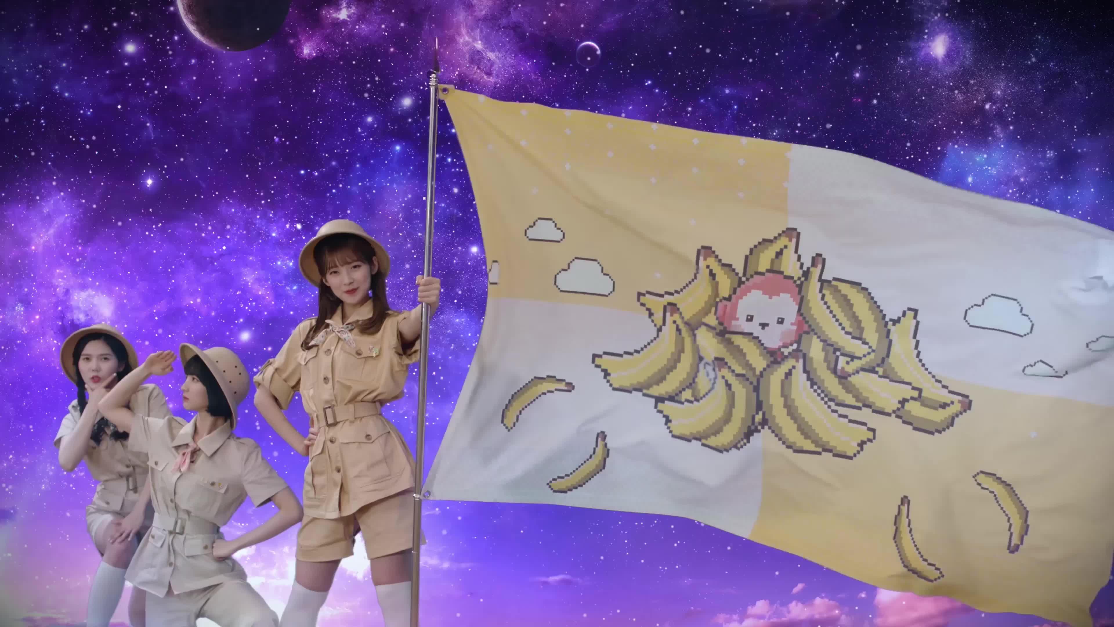 [MV] OH MY GIRL BANHANA(오마이걸 반하나) Banana allergy monkey 10 GIFs