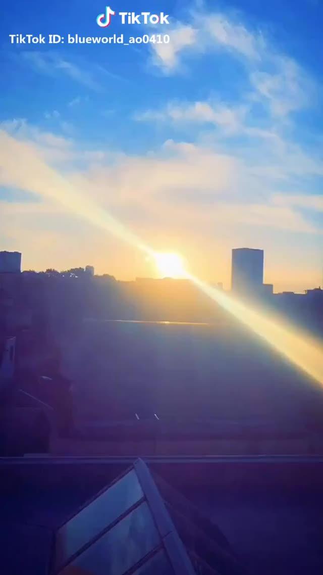 Watch and share 綺麗すぎて泣いた。 #反転世界 #日常をtikる #おすすめのりたい #金曜チャレンジ #マルチスクリーン #高校生 #おはよう GIFs by TikTok on Gfycat
