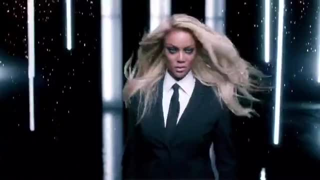 Watch and share Tyra Banks GIFs by Saostar.vn on Gfycat