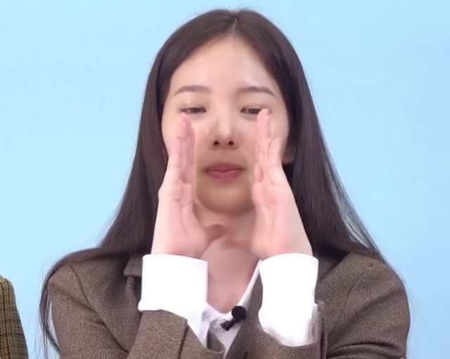 Watch and share Weeekly GIFs and Soojin GIFs by itssarcazm on Gfycat