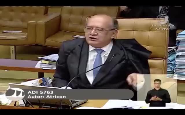 Watch and share Barroso Atropela Gilmar Mendes Em Plenário GIFs on Gfycat